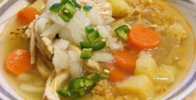 Caldo de pollo con arroz