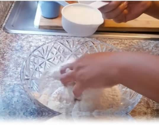echamos la leche a la harina