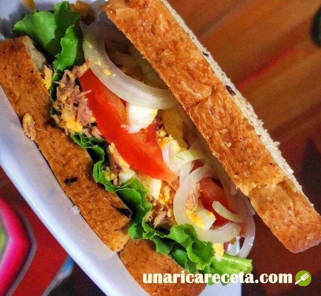 sandwich de atun gourmet